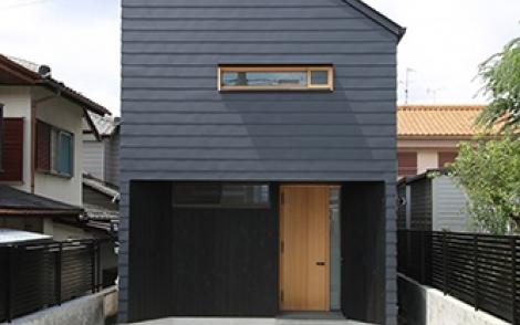 尖り屋根の家